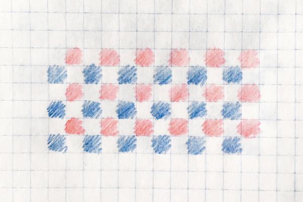 Schemat wzoru żakardowego narysowanego nakartce wkratkę: naprzemiennie kratki niebieskie iczerwone nabiałym tle.